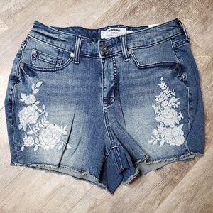 NWT Torrid Denim Flower Stitch Cut Off Jeans - 10